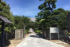 行徳寺町通り(写真は海巖山徳願寺)
